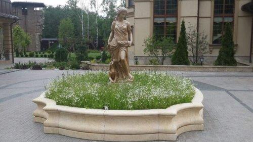 Статуя из мрамора