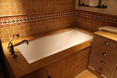 Топ на ванну из итальянского мрамора Джиале Реале Росато антик