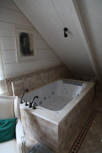 Топ на ванну из мрамора Бреччия Сардо антик